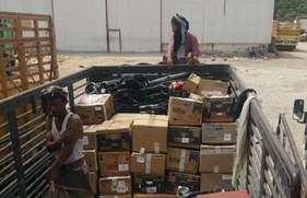 Aid for the Yemen being loaded onto a local truck